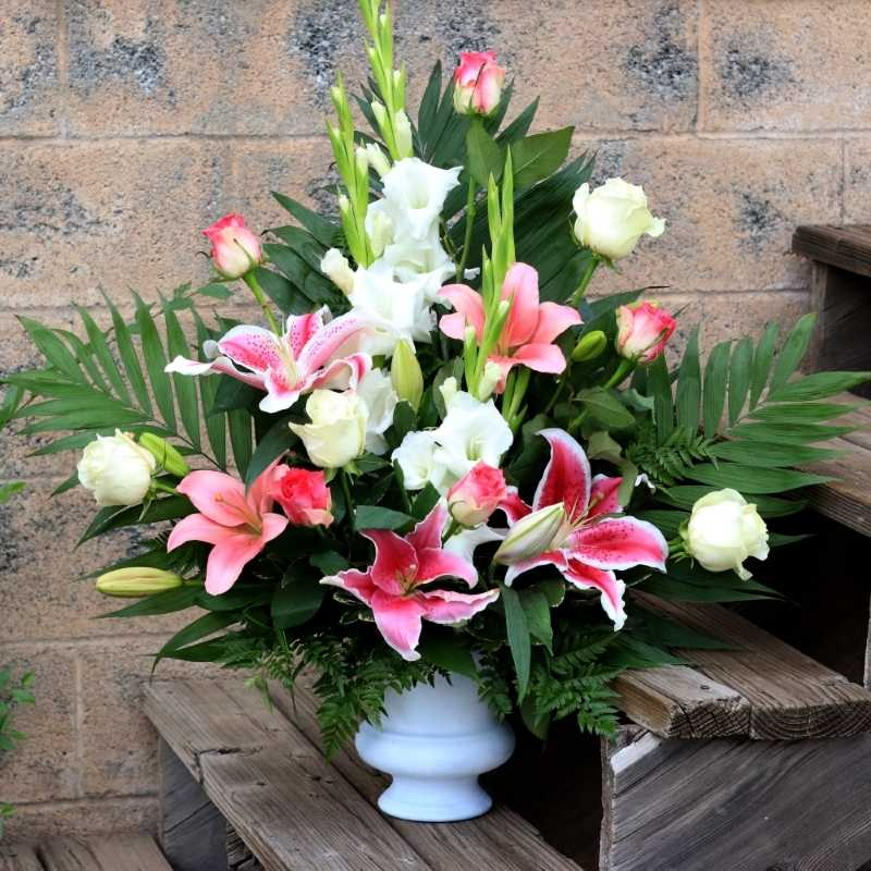 Harmonious Roses and Lilies